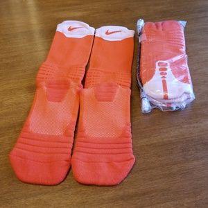 Nike performance cushioned basketball socks